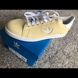 Stan Smith Adidas!! Soft yellow color!! Brand New!